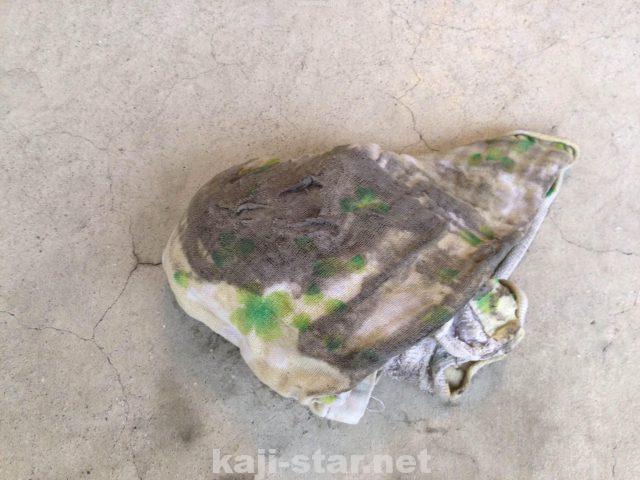 網戸掃除の汚れがついた雑巾